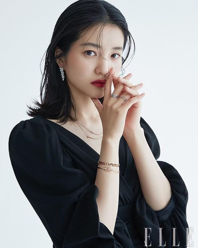 Ve xinh dep cua nang tho phim 18+ xuat hien voi Song Joong Ki-Hinh-5