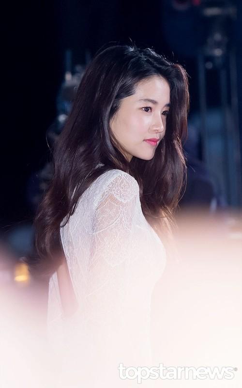 Ve xinh dep cua nang tho phim 18+ xuat hien voi Song Joong Ki-Hinh-7