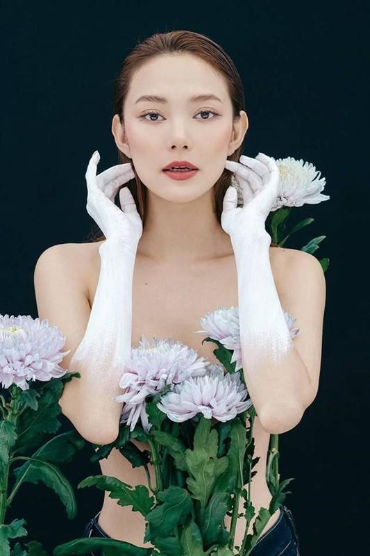 Minh Hang nude tao bao trong bo anh sinh nhat mung tuoi 33
