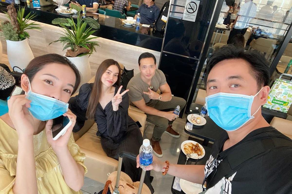 Vo chong Duong Khac Linh hoi ngo Ha Ho - Kim Ly tai san bay-Hinh-2