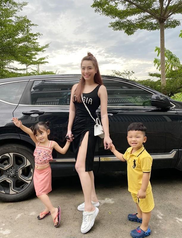 Vo chong Duong Khac Linh hoi ngo Ha Ho - Kim Ly tai san bay-Hinh-6