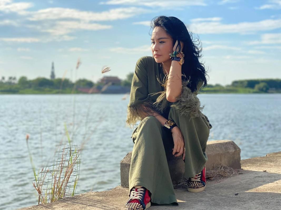 Diva Thanh Lam khoe nhan sac dam tham o tuoi 51