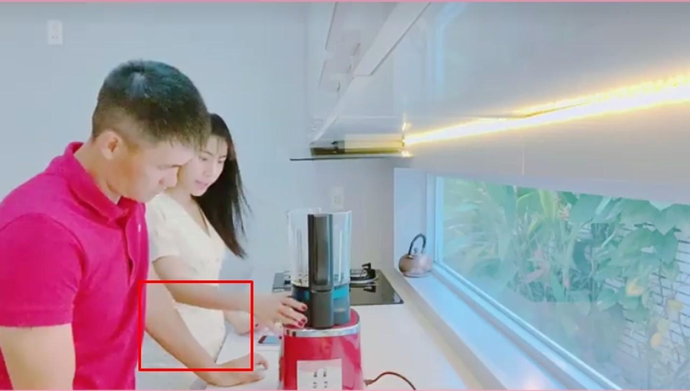 Nghi van Thuy Tien mang bau lan 2 khi lo vong eo lum lum-Hinh-5