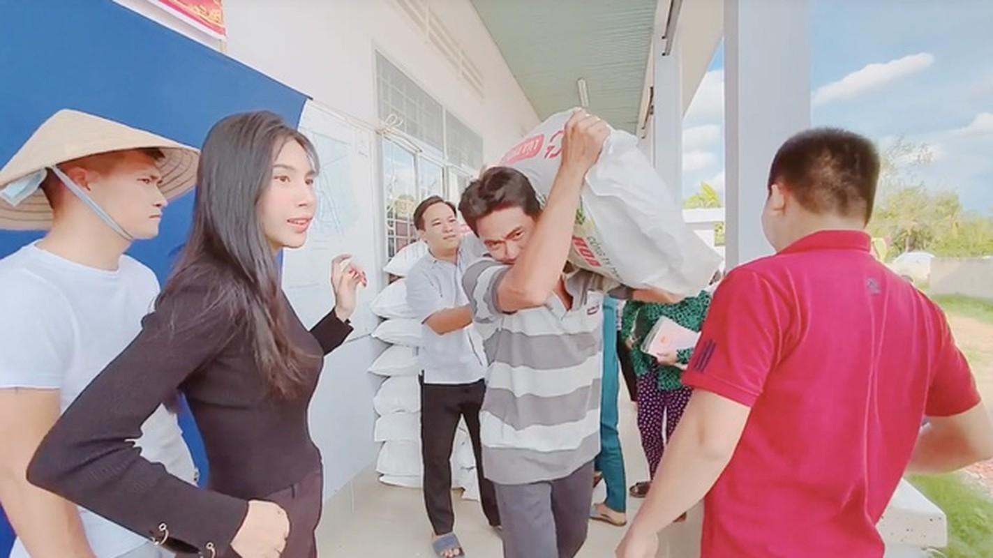 Nghi van Thuy Tien mang bau lan 2 khi lo vong eo lum lum-Hinh-7