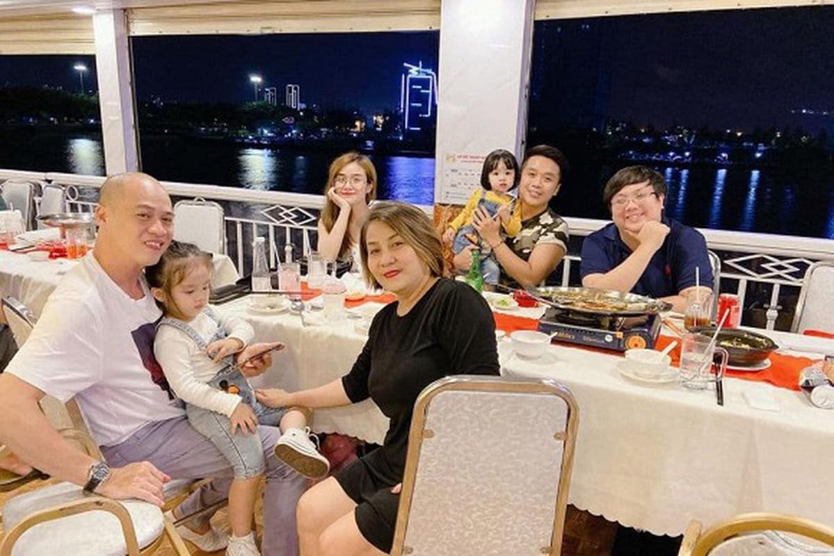 MC Vu Thu Hoai khoe anh hanh phuc ben ban trai-Hinh-2