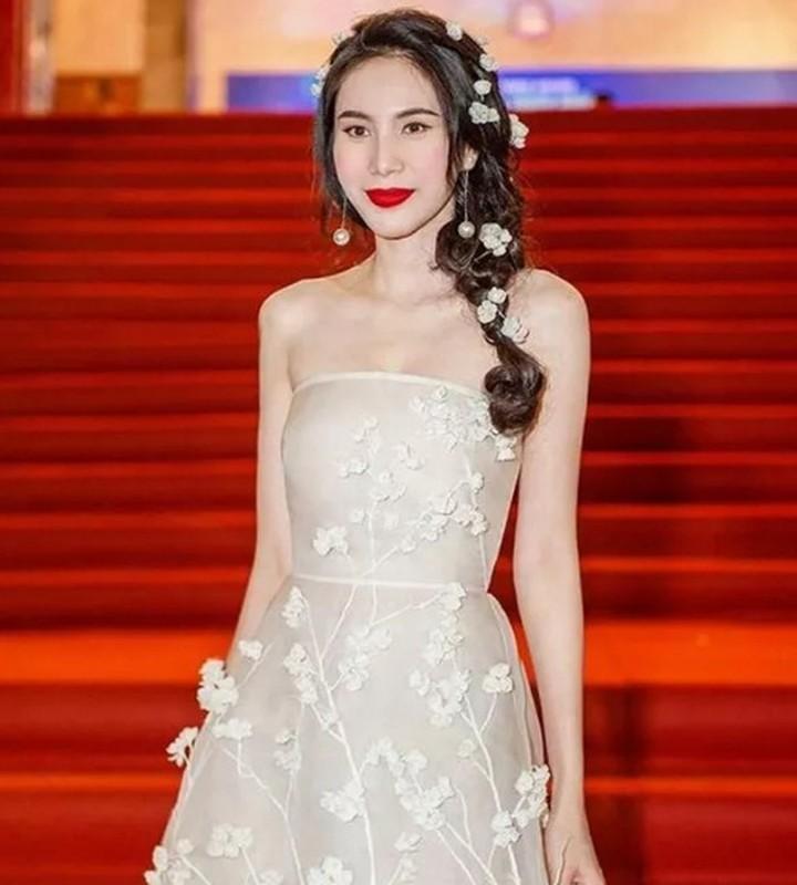 Cuoc song van nguoi mo cua 2 my nhan cung ten Thuy Tien-Hinh-7