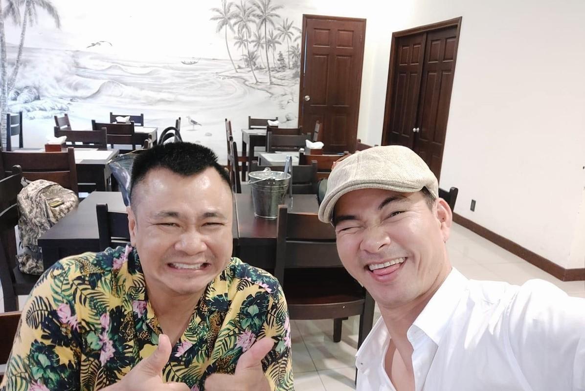 Anh thanh xuan cua BTV Hoai Anh ben Ly Hung, Thuong Tin-Hinh-4