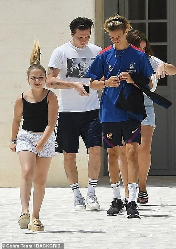 Gia dinh Beckham va con dau tuong lai di nghi duong o Italy-Hinh-2