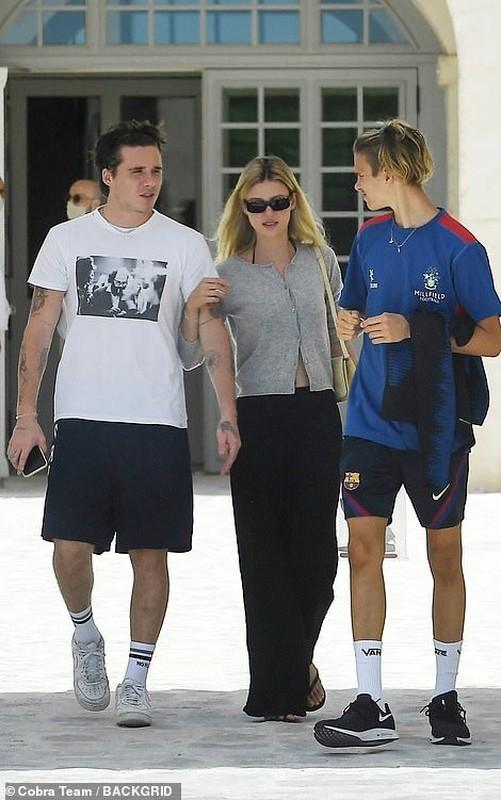 Gia dinh Beckham va con dau tuong lai di nghi duong o Italy-Hinh-5