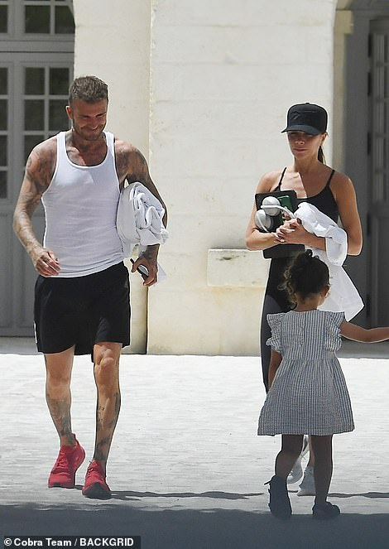 Gia dinh Beckham va con dau tuong lai di nghi duong o Italy