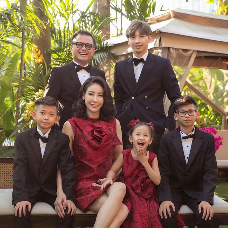 Lay chong giau, song cung 4 con Ha Kieu Anh quen di song gio-Hinh-13