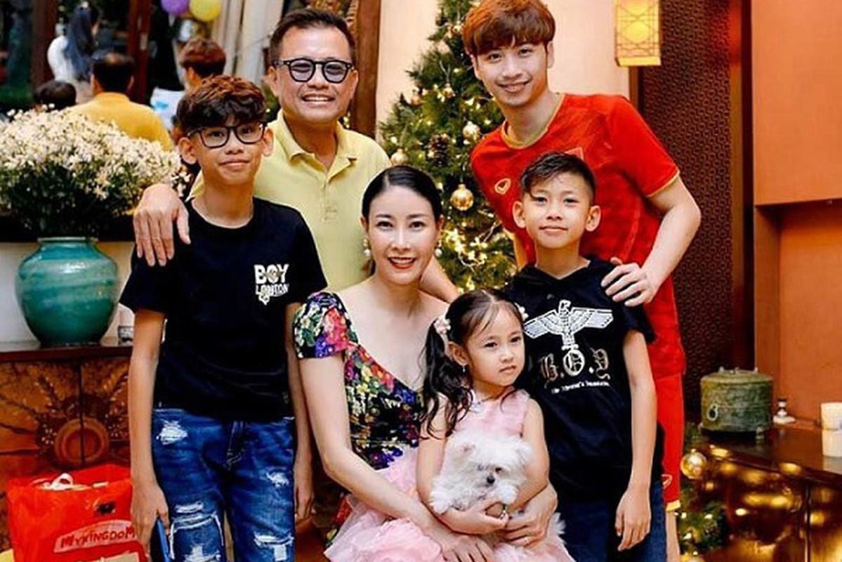 Lay chong giau, song cung 4 con Ha Kieu Anh quen di song gio-Hinh-15