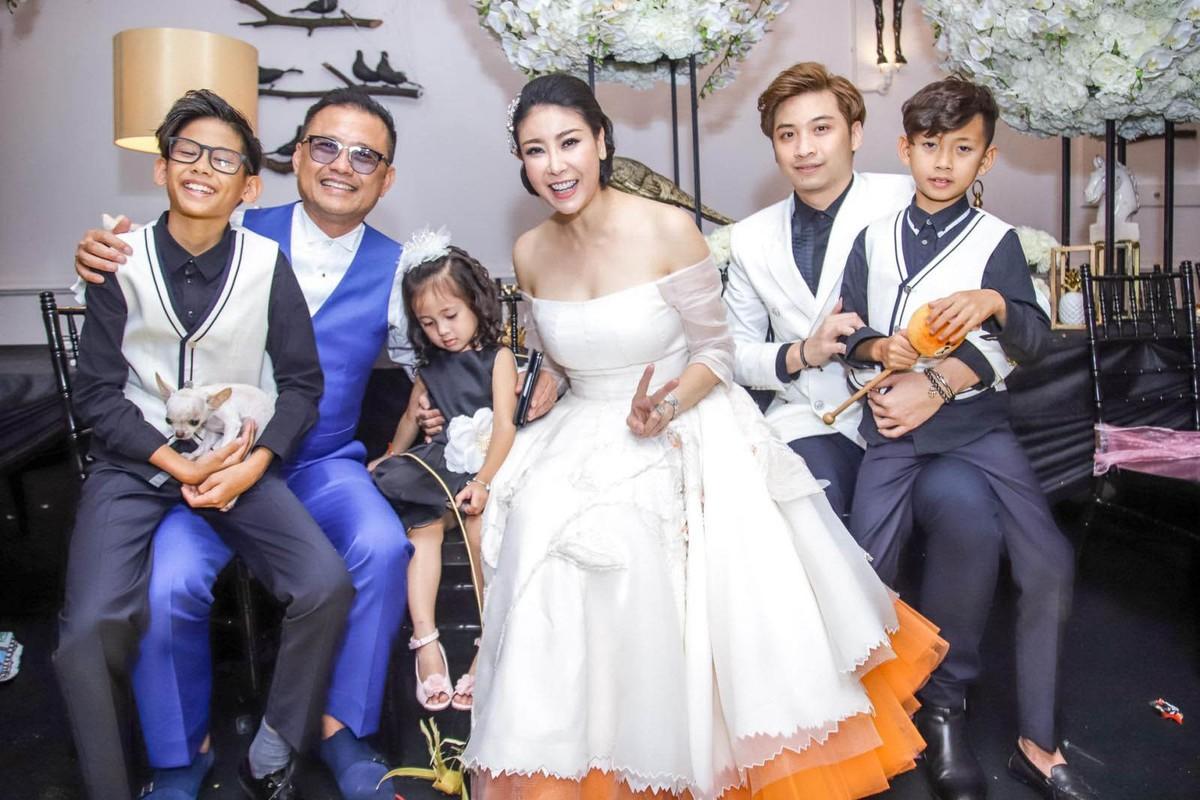 Lay chong giau, song cung 4 con Ha Kieu Anh quen di song gio-Hinh-16