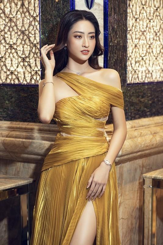 Luong Thuy Linh deo trang suc 1,3 ty sang chanh di su kien-Hinh-5