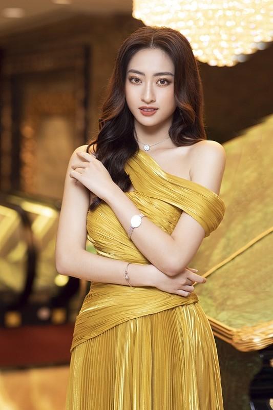 Luong Thuy Linh deo trang suc 1,3 ty sang chanh di su kien-Hinh-6