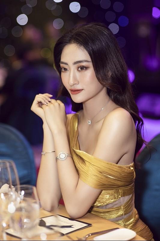 Luong Thuy Linh deo trang suc 1,3 ty sang chanh di su kien-Hinh-8
