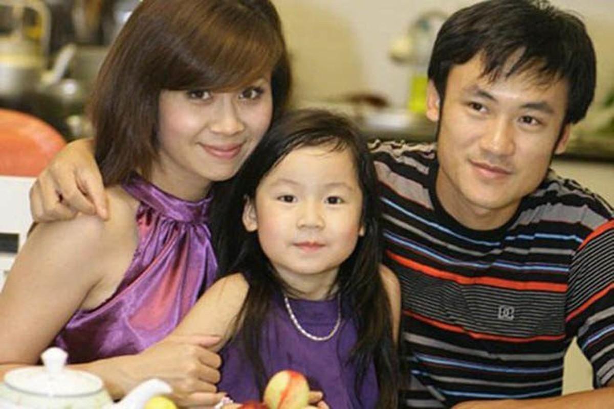 "Con gai Luu Thien Huong 15 tuoi phong phao, goi cam ""an dut"" me"