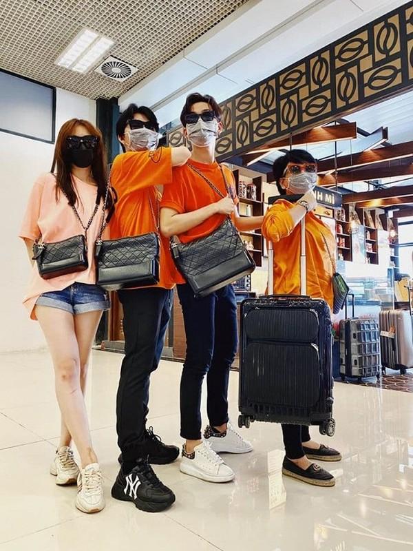 Quang Vinh hiem hoi dang anh chung voi