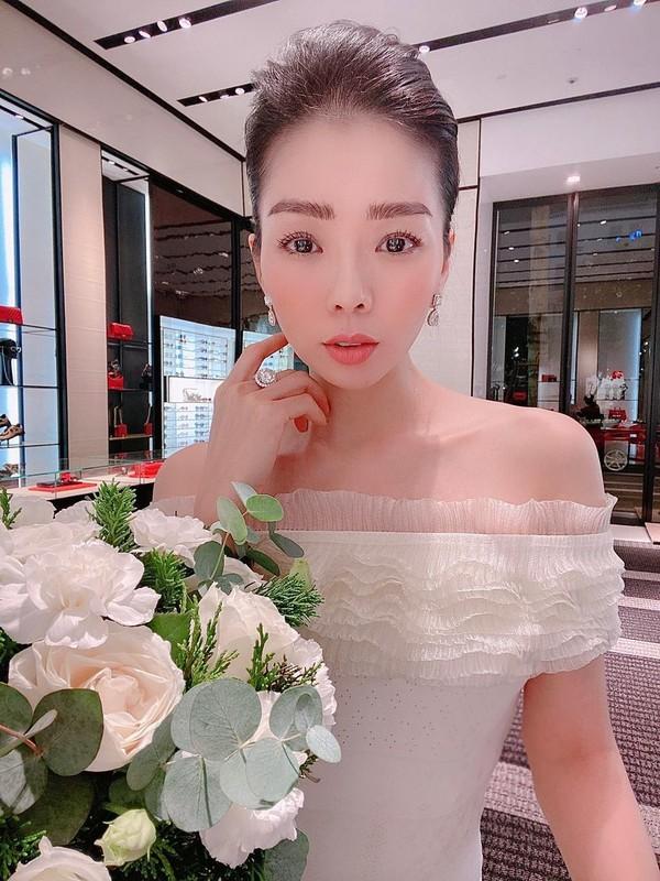 Diva Thanh Lam hanh phuc di du lich cung ban trai bac si-Hinh-17