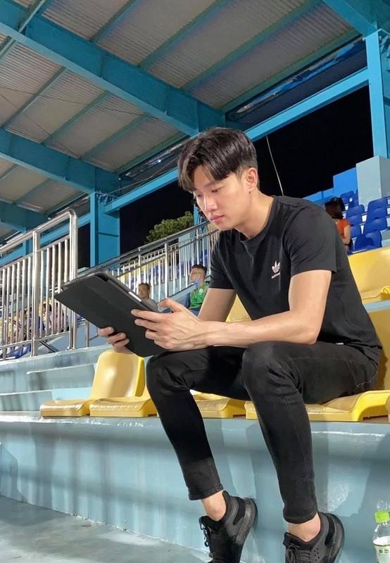 MC Tuan Tu phong do khi chung khung hinh voi BTV Hoai Anh-Hinh-6