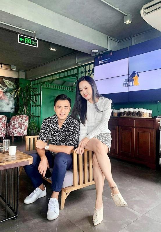 MC Tuan Tu phong do khi chung khung hinh voi BTV Hoai Anh