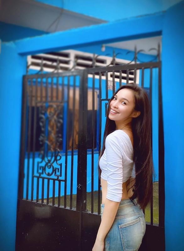 Mai Phuong Thuy dien dam hai day om sat khoe vong 1 goi cam-Hinh-16