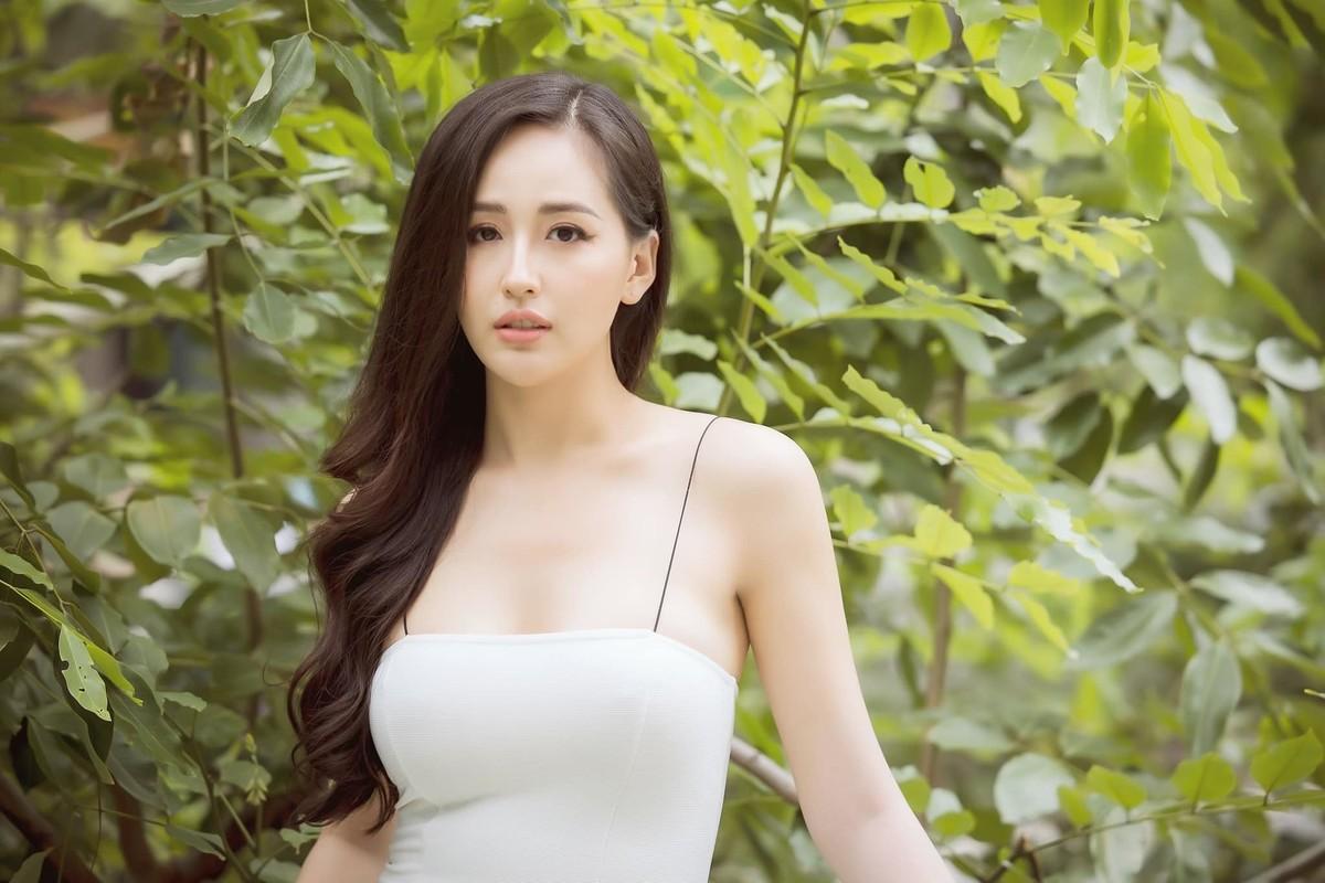 Mai Phuong Thuy dien dam hai day om sat khoe vong 1 goi cam-Hinh-2