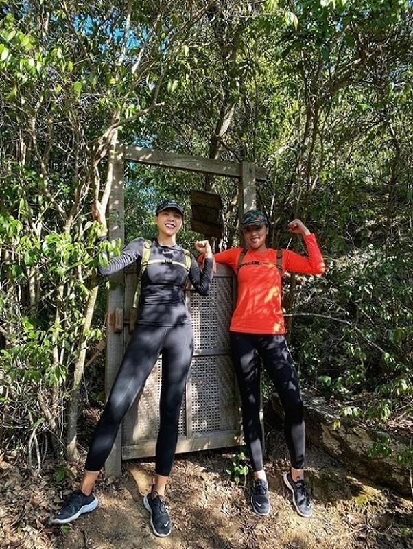 Mai Phuong Thuy dien dam hai day om sat khoe vong 1 goi cam-Hinh-7