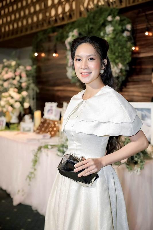 Ly Hai ho tong vo tre dep di dam cuoi dao dien Ly Hoang-Hinh-2
