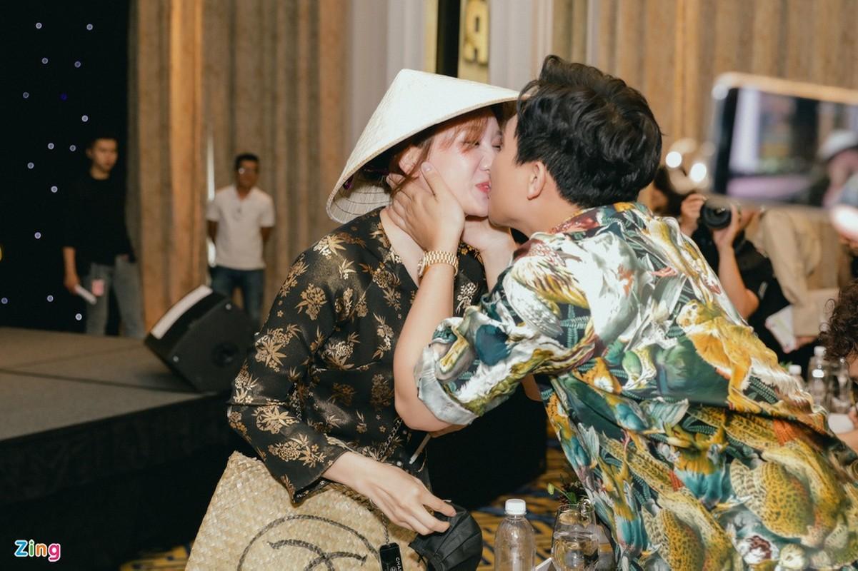 Tran Thanh lien tuc khoc trong buoi ra mat phim trieu USD-Hinh-2
