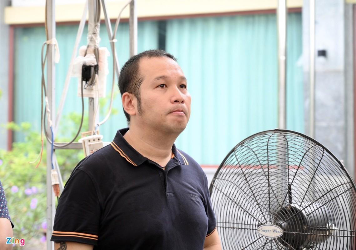 Tran Thanh den vieng truoc gio dua linh cuu Chi Tai ra san bay-Hinh-15