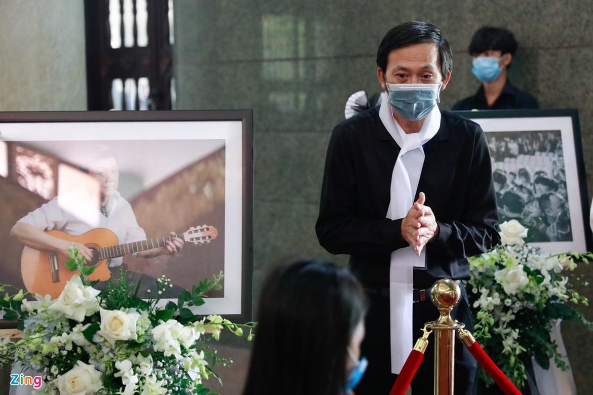 Tran Thanh den vieng truoc gio dua linh cuu Chi Tai ra san bay-Hinh-3