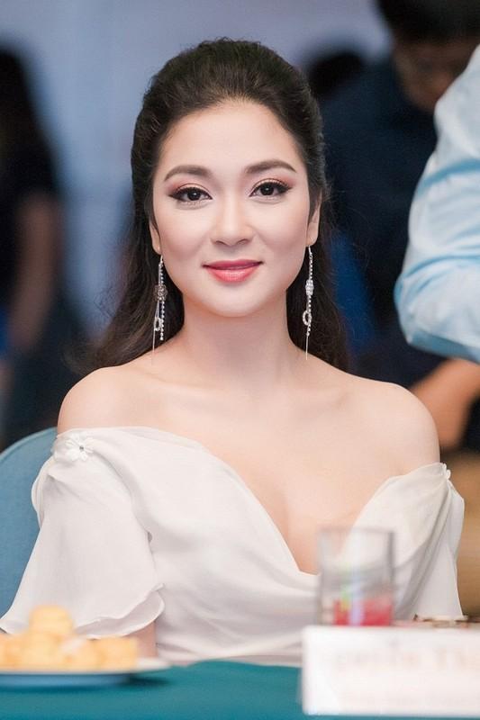 Nhan sac Hoa hau Nguyen Thi Huyen the nao sau 16 nam dang quang?-Hinh-10