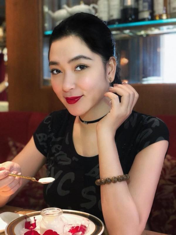 Nhan sac Hoa hau Nguyen Thi Huyen the nao sau 16 nam dang quang?-Hinh-12