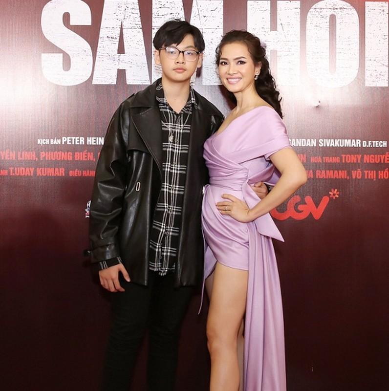 MC Quyen Linh dua con gai xinh nhu hoa hau di su kien-Hinh-9
