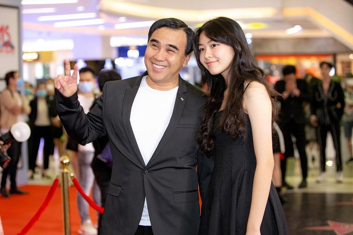 MC Quyen Linh dua con gai xinh nhu hoa hau di su kien