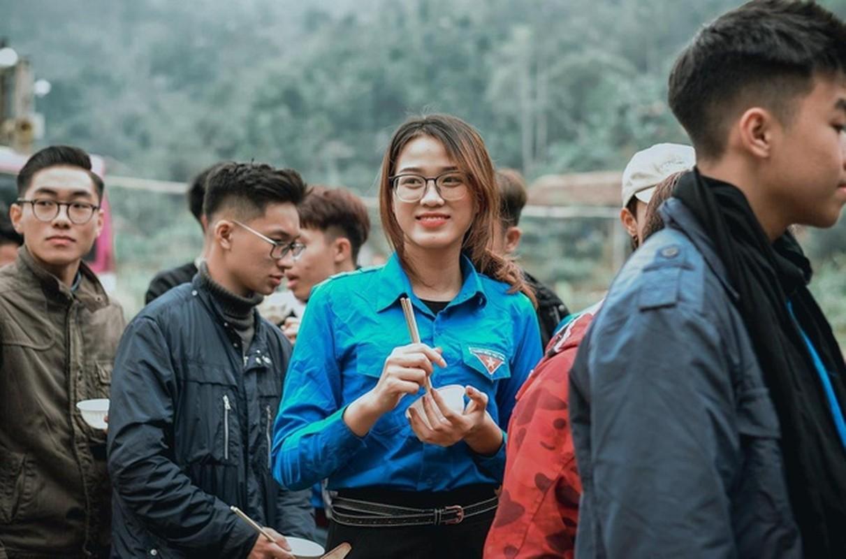 Mat moc dep khong ti vet cua Hoa hau Do Thi Ha-Hinh-10