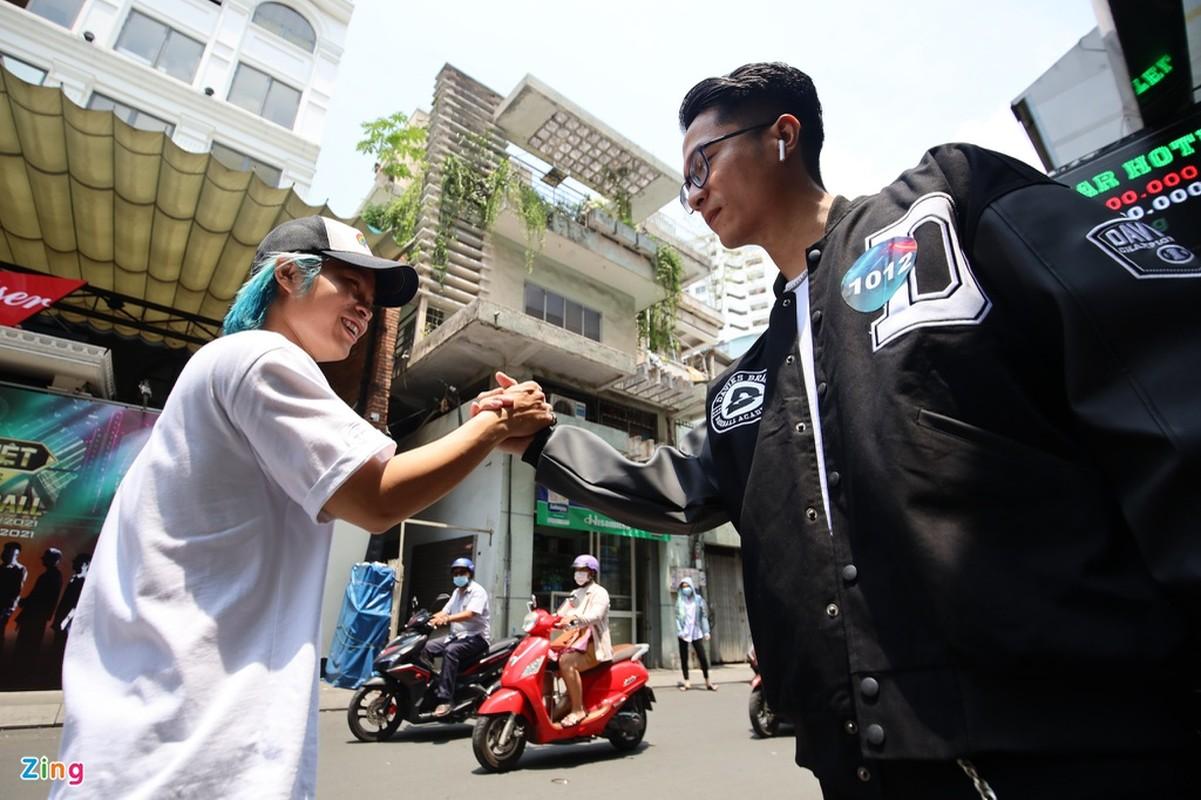 Ben trong phong casting Rap Viet mua 2-Hinh-4