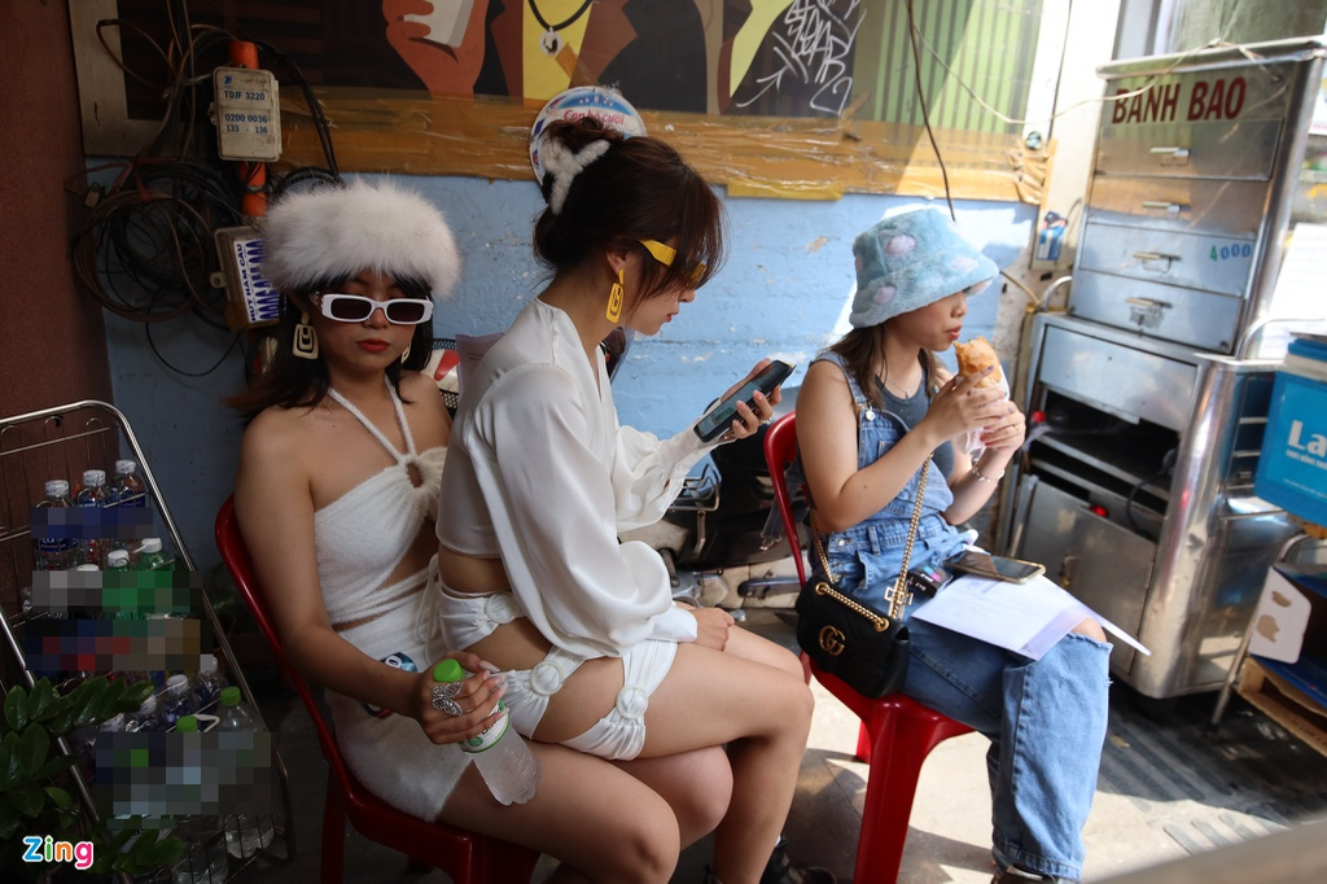 Ben trong phong casting Rap Viet mua 2-Hinh-8