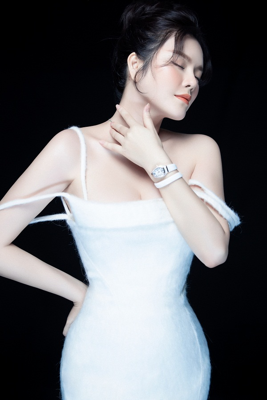 Ly Nha Ky khoe nhan sac lao hoa nguoc trong bo anh moi-Hinh-2