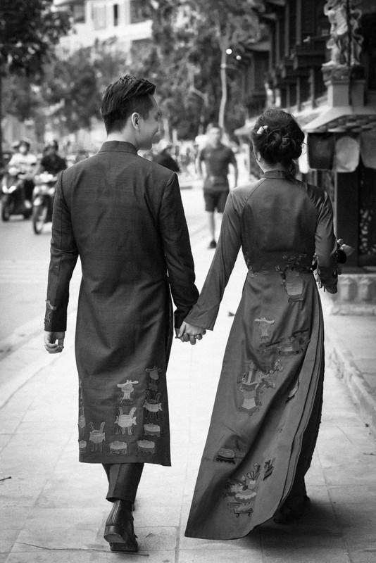 MC Hanh Phuc lan dau khoe anh cuoi sau hon mot nam ket hon-Hinh-3