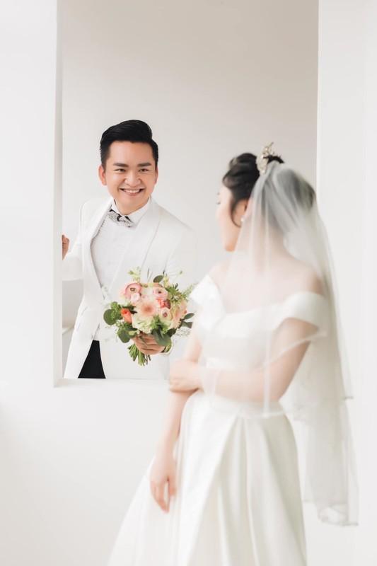 MC Hanh Phuc lan dau khoe anh cuoi sau hon mot nam ket hon-Hinh-8