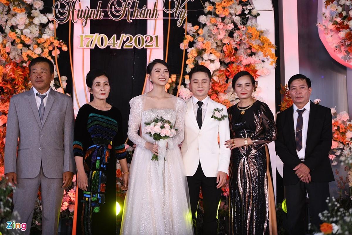 Vo Phan Manh Quynh deo vang nang triu trong dam cuoi-Hinh-10