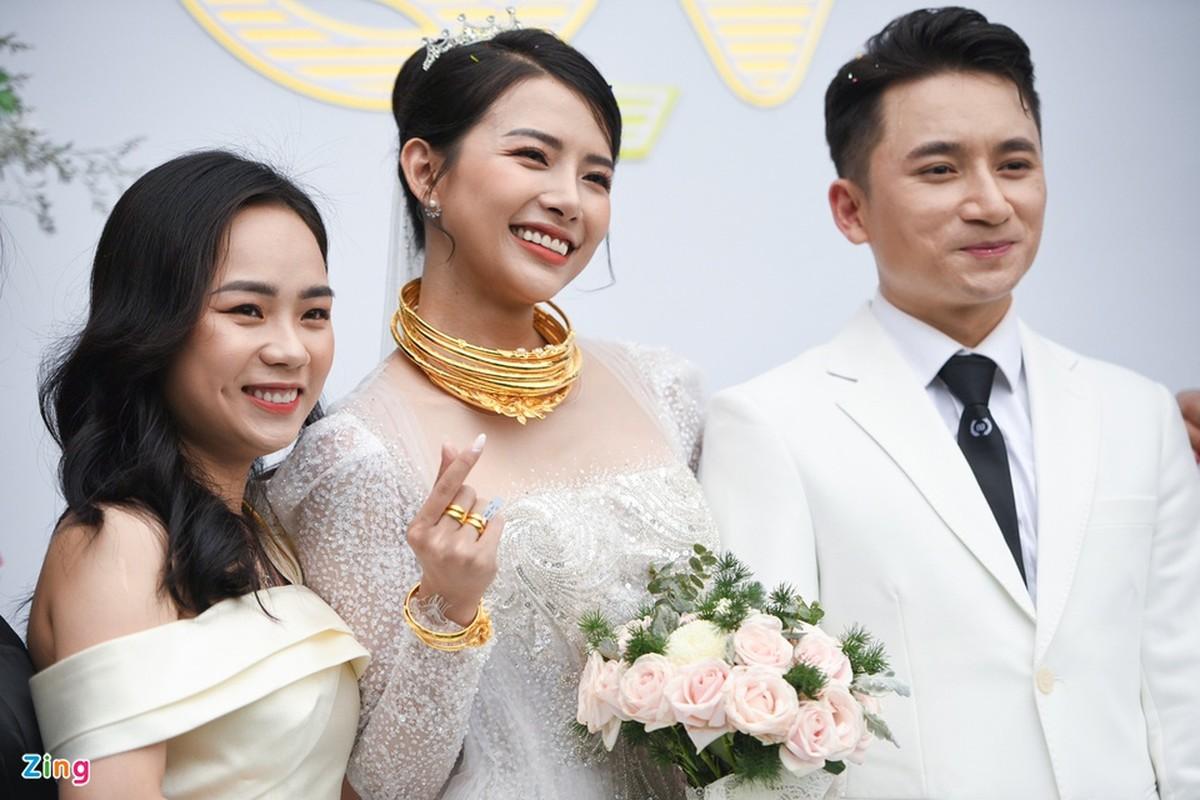 Vo Phan Manh Quynh deo vang nang triu trong dam cuoi-Hinh-11