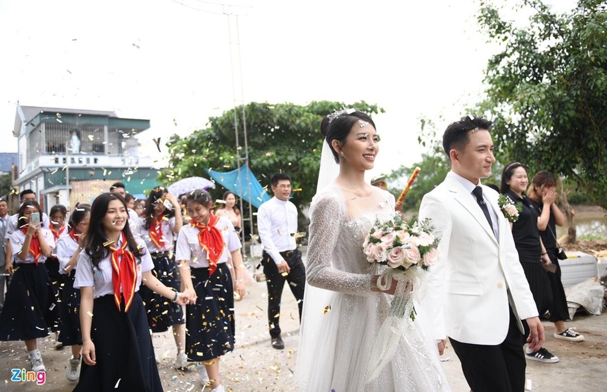 Vo Phan Manh Quynh deo vang nang triu trong dam cuoi-Hinh-4