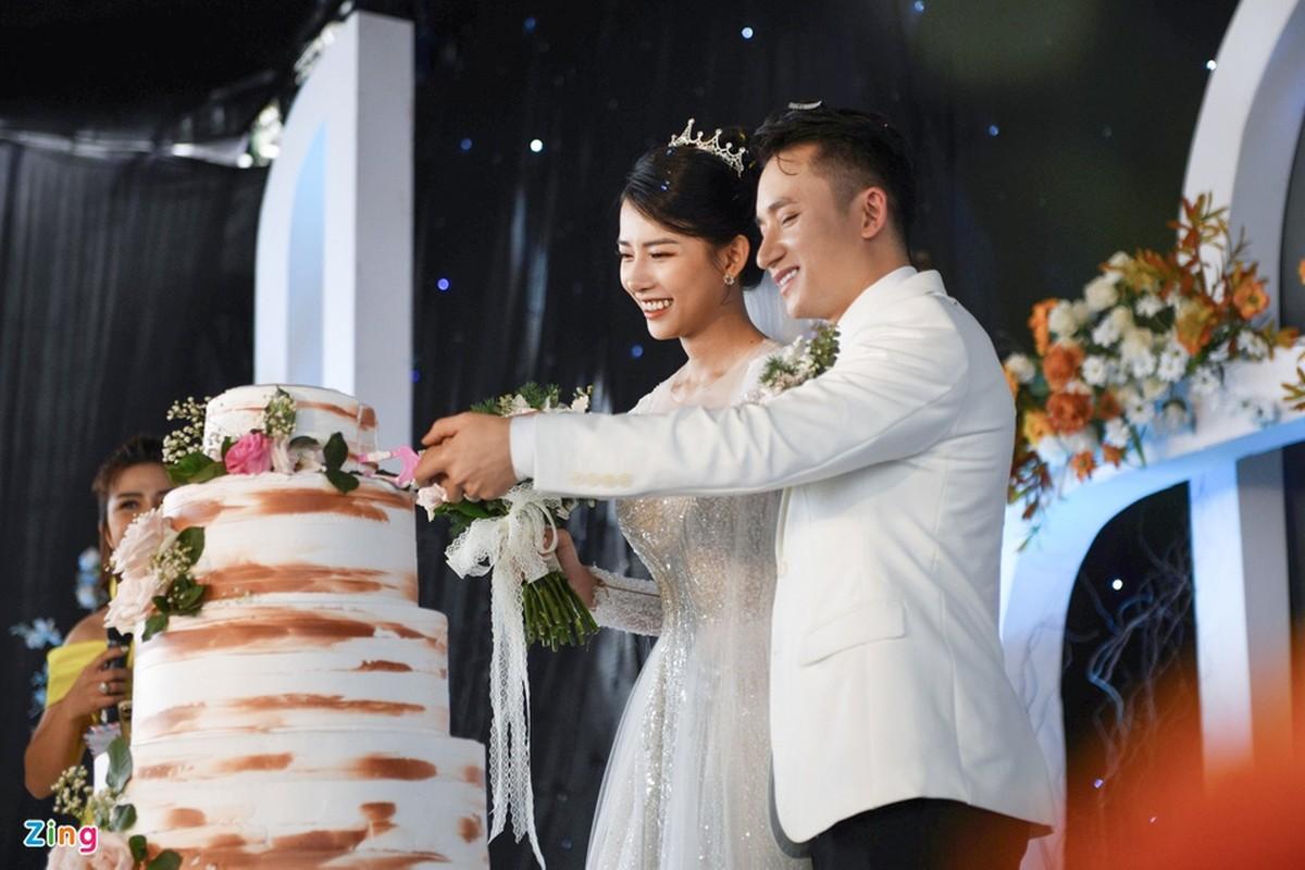 Vo Phan Manh Quynh deo vang nang triu trong dam cuoi-Hinh-8