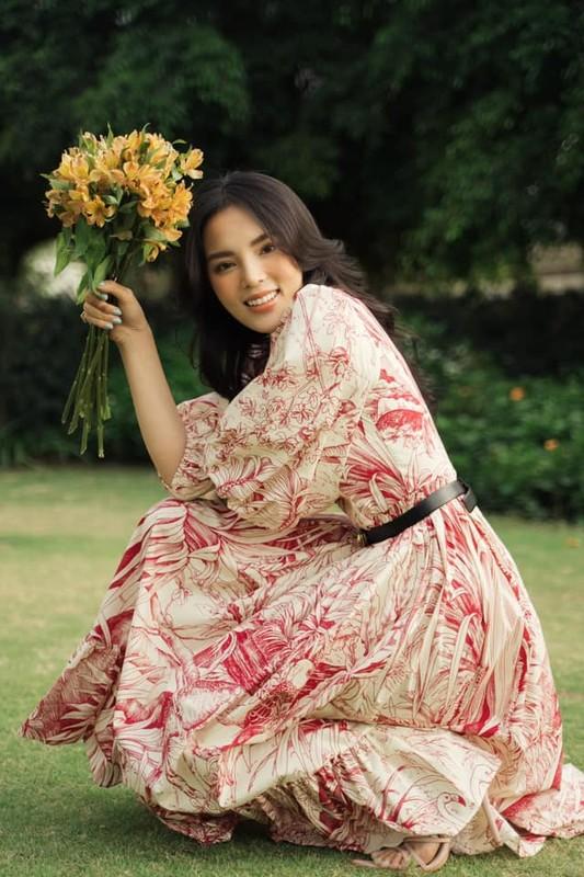 Hoa hau Ky Duyen dien vay hai day khoe vong mot lap lo-Hinh-5