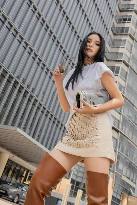 Hoa hau Ky Duyen dien vay hai day khoe vong mot lap lo-Hinh-6