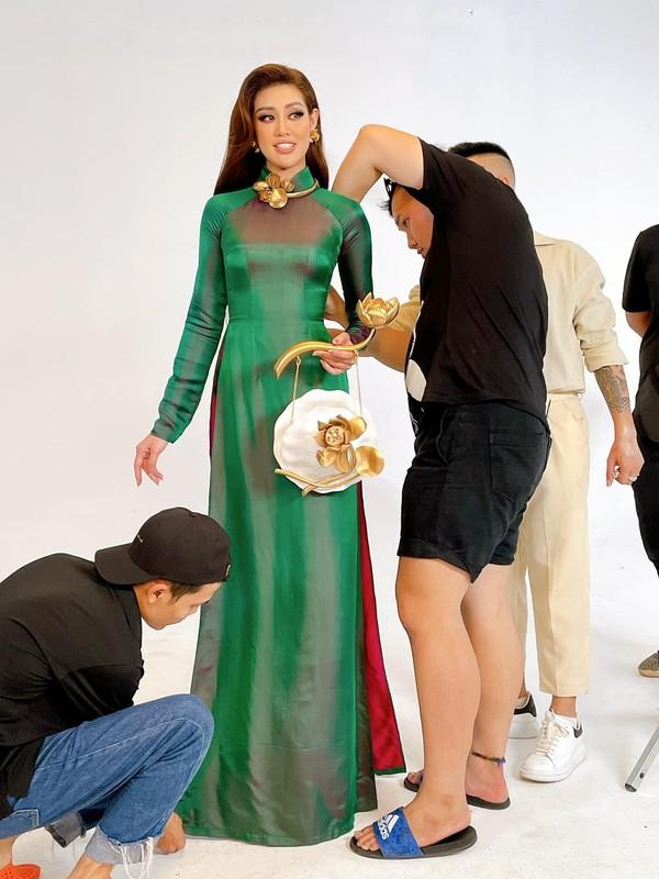 Anh Khanh Van bat khoc khi thu trang phuc cho Miss Universe-Hinh-5