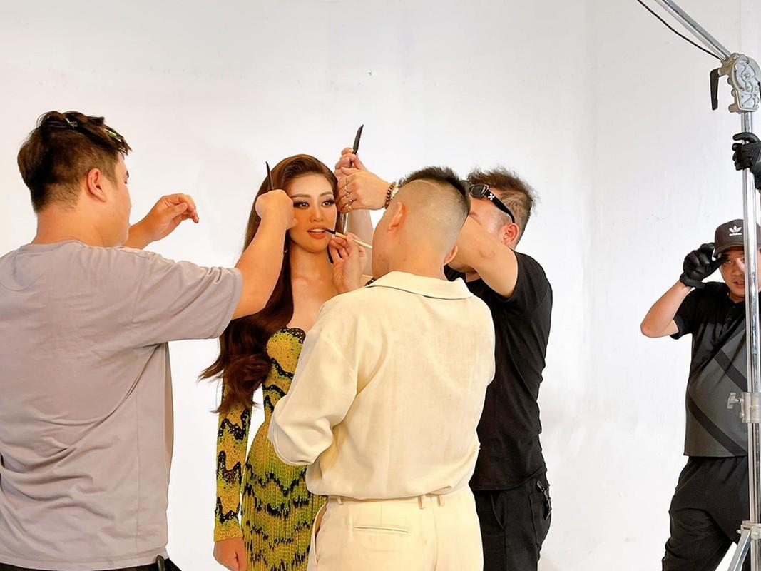 Anh Khanh Van bat khoc khi thu trang phuc cho Miss Universe-Hinh-7